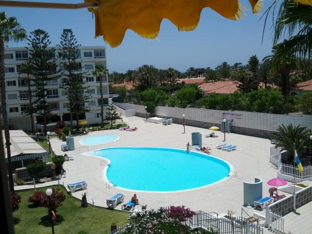 Sunny 1 bed apartment - Playa de Ingles - close to Cita/Yumbo/Beach - Big Pool and Tennis Courts on site - two balconies - WiFi